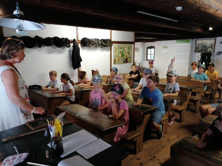 Die 2. Klasse besucht den Feldbacher Tabor